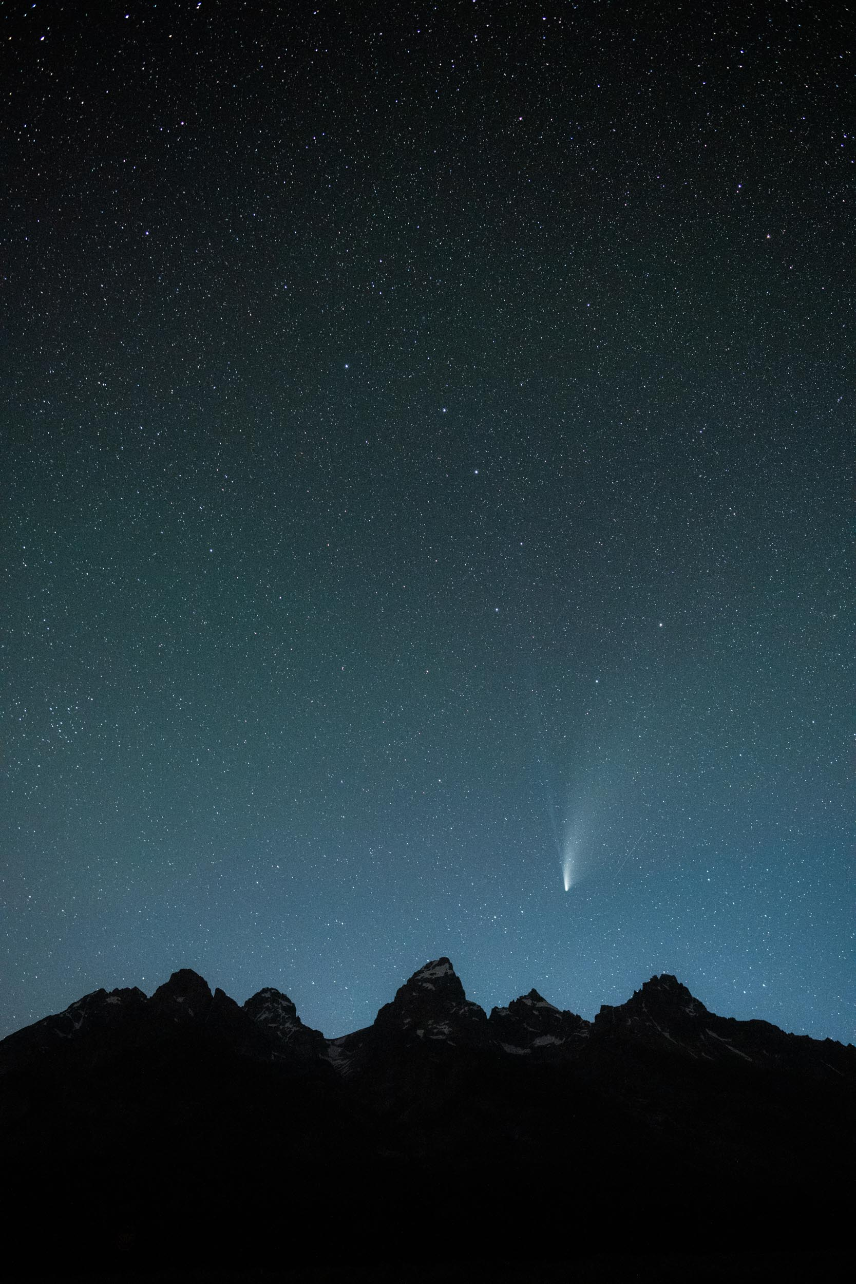 NEOWISE and Big Dipper over the Tetons