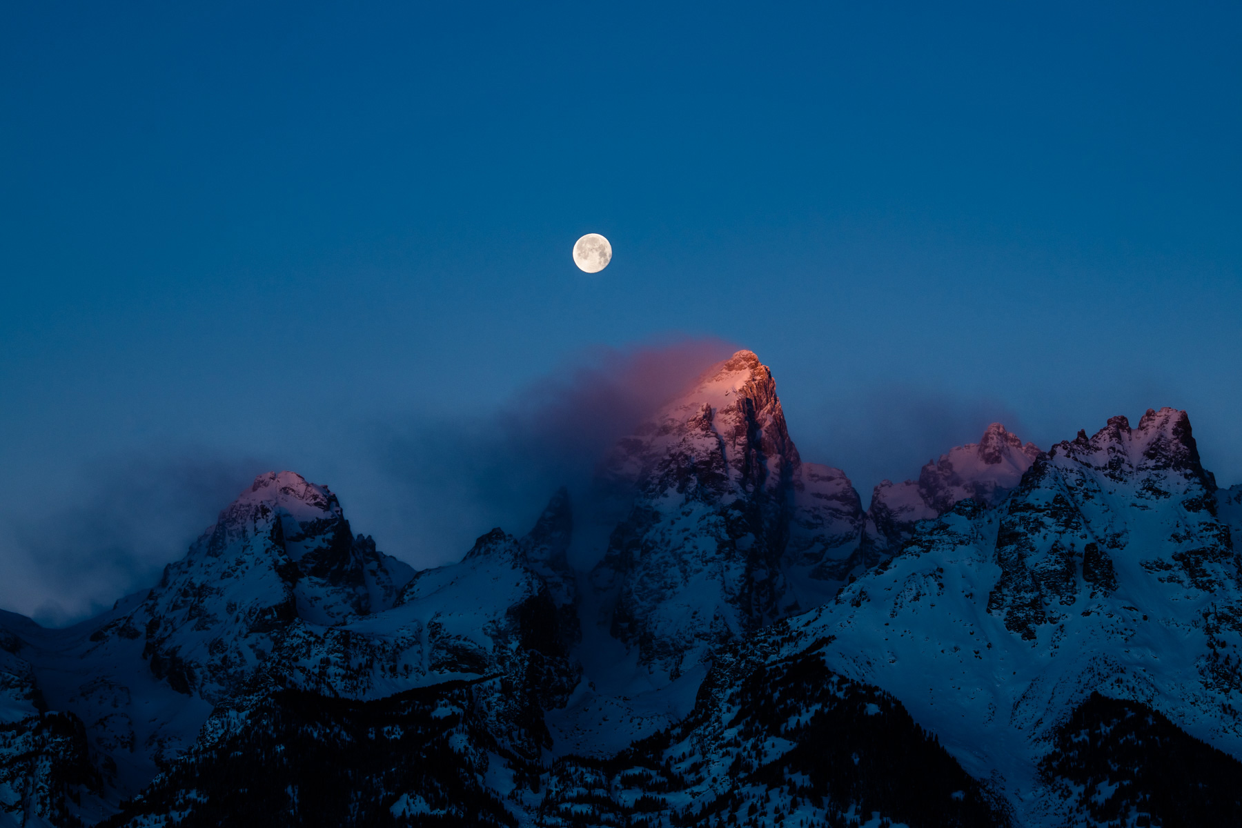 Tetons_Moonset